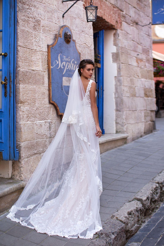 Liretta Bourbon kāzu kleitas